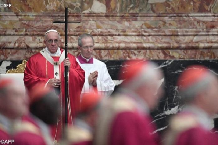 Papa preside Missa em memória aos cardeais e bispos falecidos