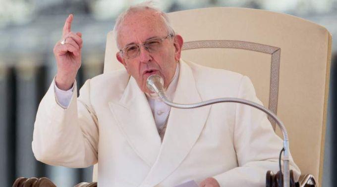 Francisco: receber a comunhão na Missa ajuda a nos separarmos do egoísmo