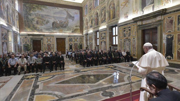 Evangelização não conhece confins nem culturas, recorda Francisco