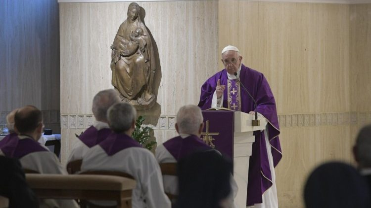 Papa: imitar a misericórdia do Senhor. A esmola não é só material, mas também espiritual