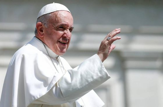 O Papa: a Igreja é casa e escola de comunhão e fraternidade