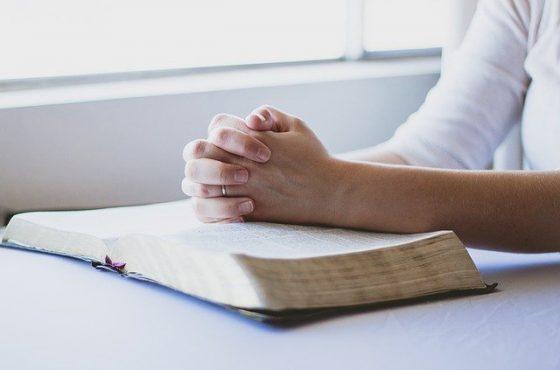 """Hoje Jesus diz para você: """"quero celebrar a Páscoa na sua casa"""""""